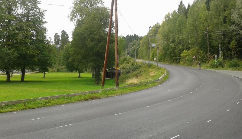 Fint å sykle langs Bogstadvannet og innover i Sørkedalen. Ny asfalt i august 2013.