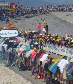 På sykkel opp mektige Mont Ventoux under Tour de France!
