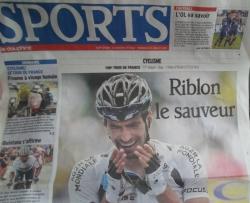 Klatringen av legendariske Alpe d`Huez og Tour de France sirkus i fjellet!