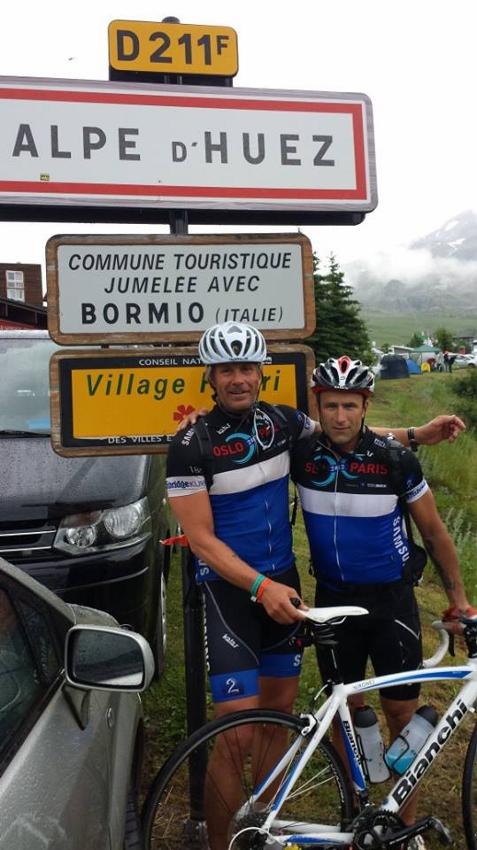 Geir og Raymond oppe på Alpe d`Huez. Vi var tidlig oppe så det var god tid til å knipse noen skrytebilder