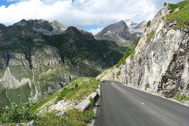 Fjellmassivene rundt Col de l`Iseran er spektakulære. Du befinner deg høyt oppe!