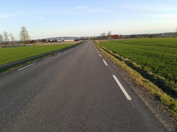 fv457 fra Jessheim og sørover retning Kløfta er virkelig en nytelse. Du ser Kløfta med den hvite kirken bak der.