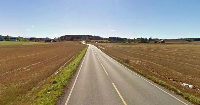Helt fra sentrum i Ski fortsetter du på Kirkeveien helt opp til rett etter kirken på høyre side hvor du tar av til høyre, skilt til Kråkstad. Da befinner du deg på Løkenveien, fv29. Denne er glimrende for sykkel. Nytelse.